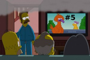 homer-watching-tv-5
